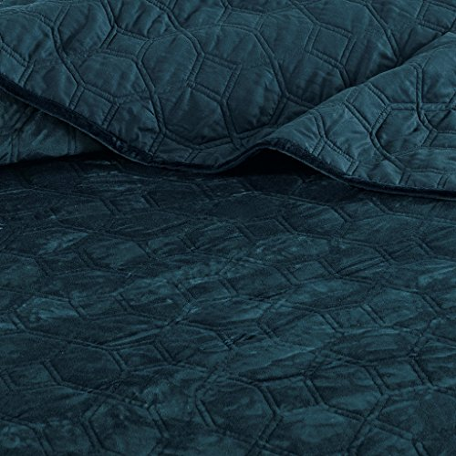 Madison Park Harper Velvet Full/Queen Size Quilt Bedding Set – Teal, Geometric – 3 Piece Bedding Quilt Coverlets – Velvet with 90% Cotton Filling Bed Quilts Quilted Coverlet