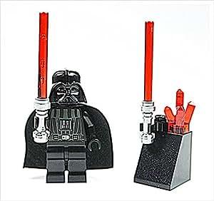 LEGO Star Wars - Figura de Darth Vader con dos espadas láser y soporte