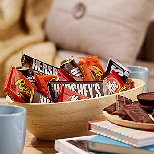 Hershey Chocolate Candy bar Assorted Variety Pack (HERSHEY'S Milk Chocolate, HERSHEY'S Milk Chocolate Almond, KIT KAT, REESE'S Cups), Full Size, 95 Count (95 Count)