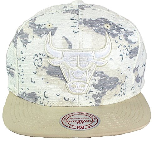 (Mitchell & Ness NBA Space Camo Textured Snapback Cap (One Size, Chicago Bulls))