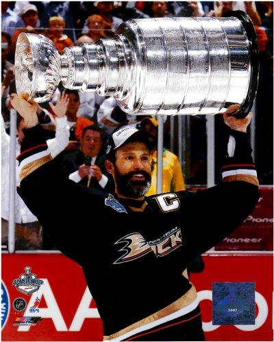 (Scott Niedermayer Anaheim Ducks Unsigned Licensed Hockey Photo With Stanley)