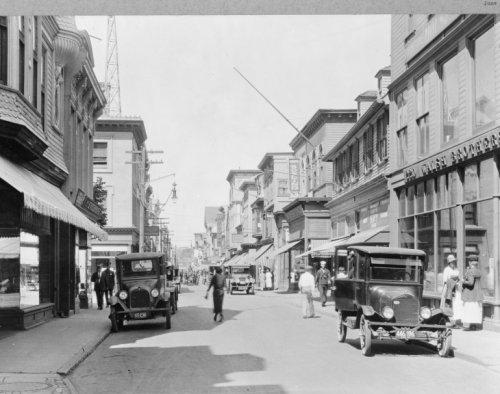 Photo: Thames Street,Newport,Rhode Island,RI,c1924,Bowling,Walsh - Street Newport Thames