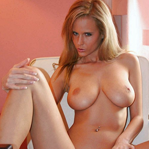 Adult Sex Pictures - Uncensored Full Nudity - MILF shows boobs and spreads legs: Photos of her Striptease (tits, booty, intimate parts shown)