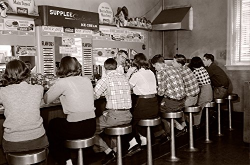 Posterazzi Poster Print Collection 1950s Rear View of Group of Teenage Boys and Girls Sitting Together At a Soda Fountain Malt Shop Counter Snack Food, Multicolored ()