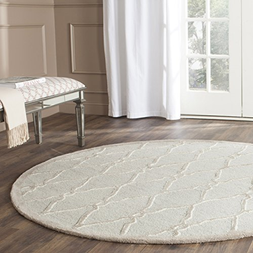 Safavieh Cambridge Collection CAM352L Handcrafted Moroccan Geometric Light Grey and Ivory Premium Wool Round Area Rug (8' Diameter) 8' Round Wool Rug