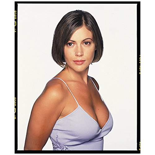 Alyssa Milano 8 inch X 10 inch photograph Charmed (TV Series 1998 - 2006) Wearing Spaghetti Straps Pose 2 kn ()