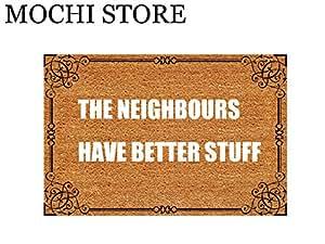 Mochi Entrance Alfombrilla de suelo divertida felpudo 'The NEIGHBOURS HAVE BETTER STUFF' lavable a máquina alfombra 60 cm (largo) por 40 cm (ancho)