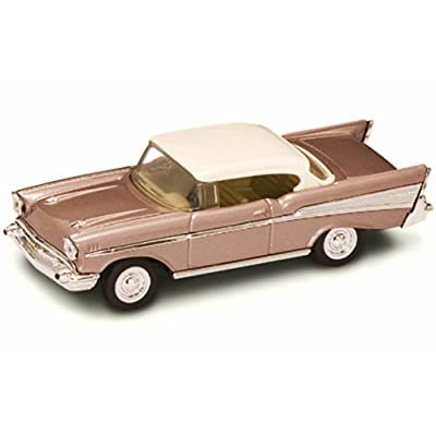 Road Signature 94201 1957 Chevrolet Bel Air Pearl 1/43 Diecast Model Car: Home & Kitchen
