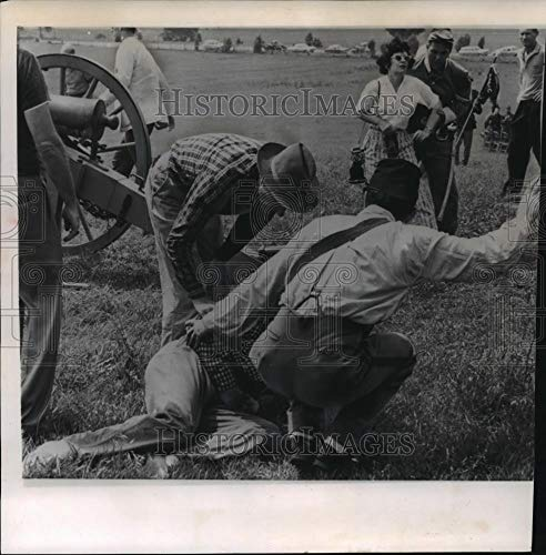 (1963 Press Photo Confusion After Virginia Civil War Re-Enactment Cannon Explodes - Historic Images)