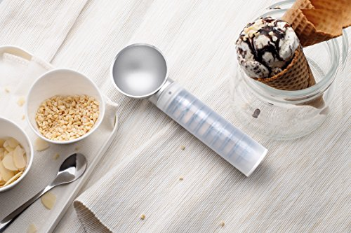 Scoop your ice cream with ease