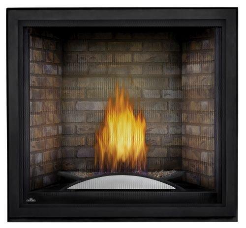 Starfire LP Fireplace w/Fire Cradle, Standard Barrier & Newport Panels