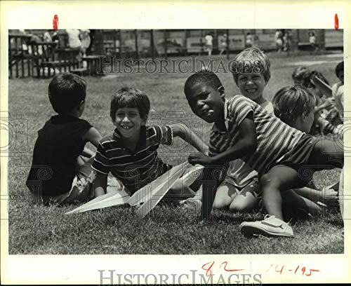 Vintage Photos 1985 Press Photo Houston YMCA Winner of Paper Airplane Contest, Michael Russo]()
