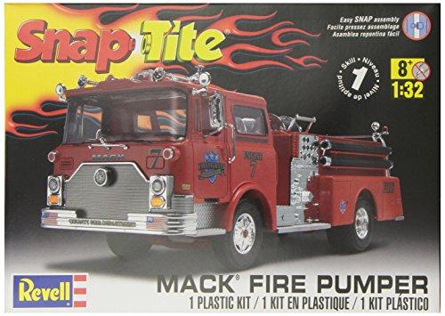 Revell 1:32 Mack Fire Pumper