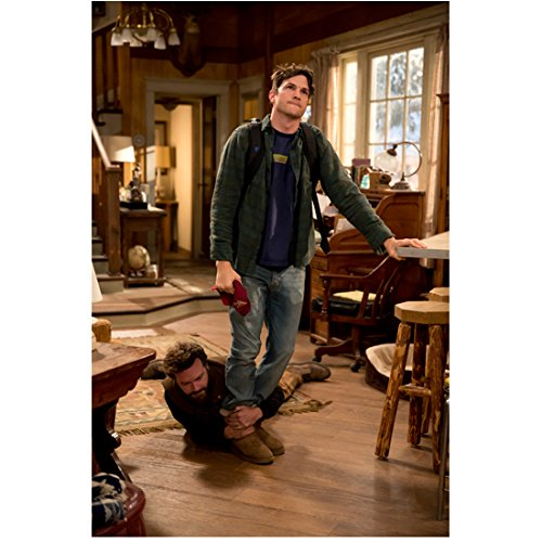 Ashton Kutcher 8 Inch x10 Inch Photograph That '70s Show Two and a Half Men The Ranch Leaning on Counter w/Danny Masterson Around Ankles kn ()