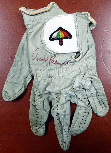 Arnold Palmer Signed Tournament Used Golf Glove Vintage Signature With Envelope From Palmer - PSA/DNA Authentication