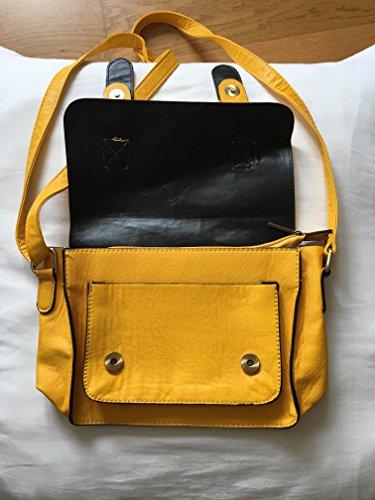 Bolso con hebillas amarillo