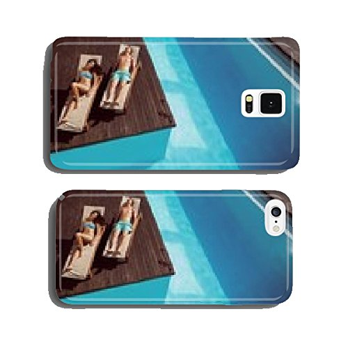 couple-resting-on-sun-loungers-by-swimming-pool-cell-phone-cover-case-iphone6