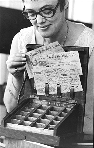 vintage-photo-of-maud-hesse-from-the-bank-showing-the-old-box-for-small-change-during-the-exhibition