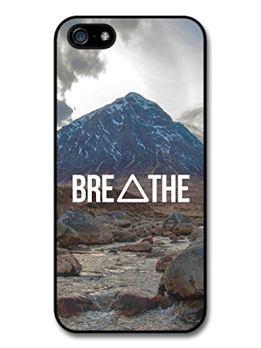 Breathe Hipster Triangle Inspirational Mountain Background coque pour iPhone 5 5S