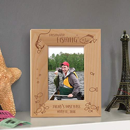 [해외]민물 낚시 개인화 된 나무 액자 3 12 \\ / Freshwater Fishing Personalized Wooden Picture Frame 3 12 x 5 Brown (Vertical)