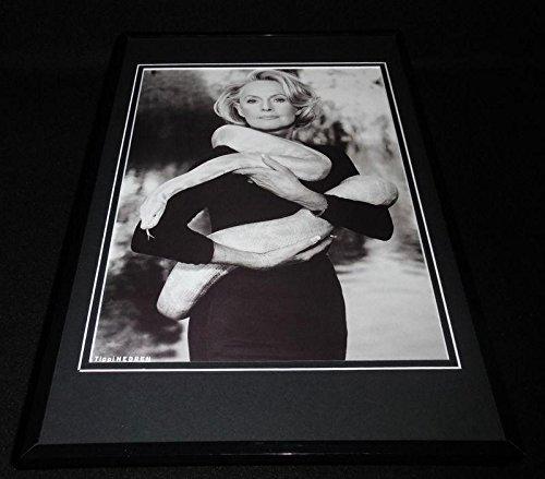 (Tippi Hedren wrapped in snake 1999 Framed 11x17 Photo Poster Display)
