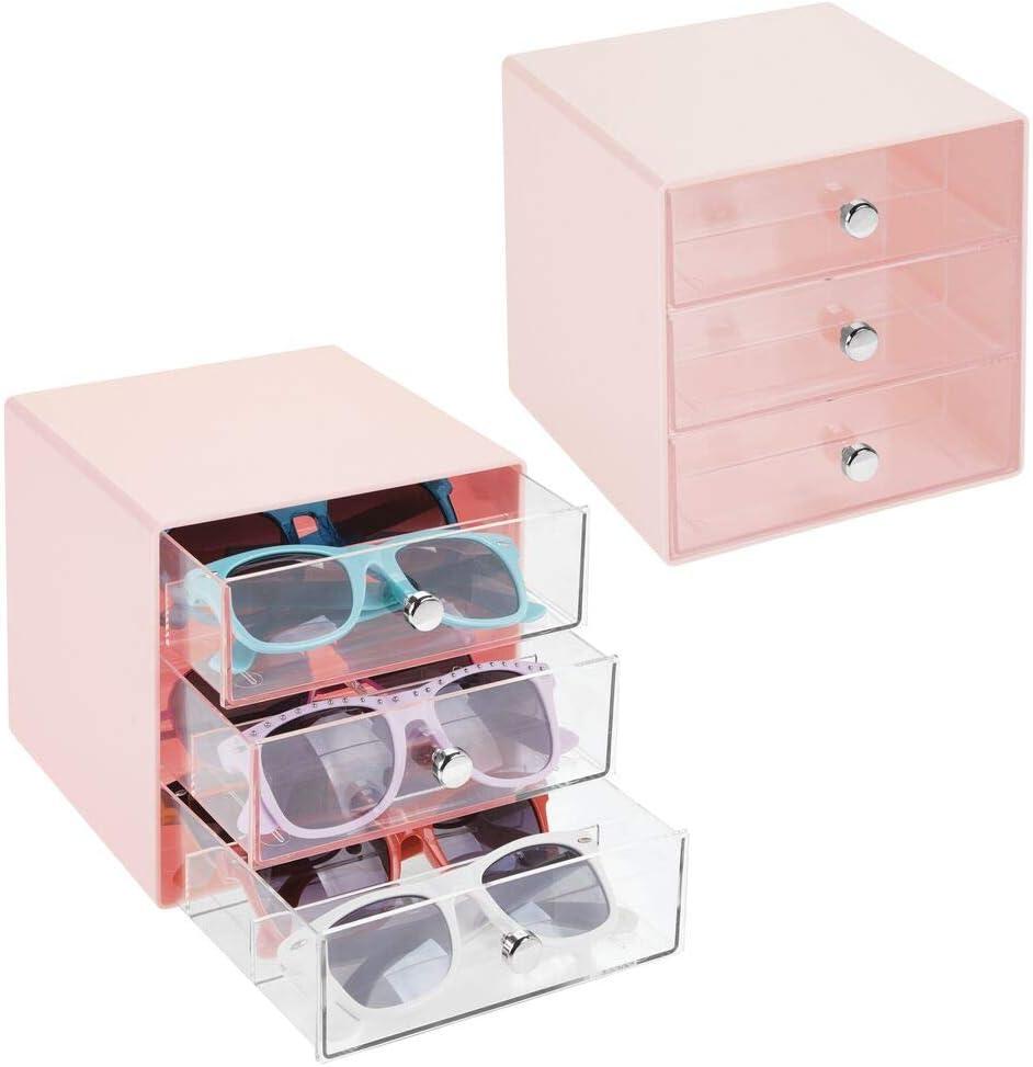 mDesign Juego de 2 cajas para gafas de sol – Cajoneras de plástico con 3 compartimentos – Organizador de armarios para guardar todo tipo de gafas – transparente y rosa claro