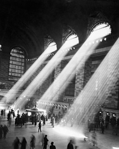 Posterazzi High Angle View of a Group of People in a Railroad Station Grand Central Terminal Manhattan City New York USA Poster Print (24 x 36) ()