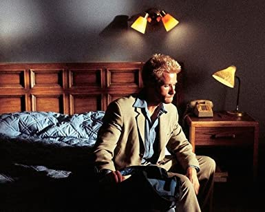 Memento Guy Pearce In Hotel Room 8x10 Promotional Photograph