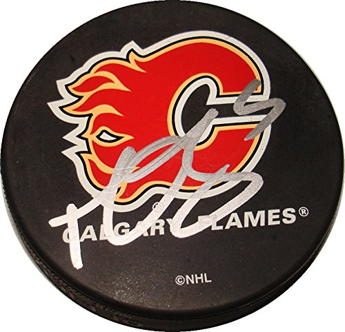 (Mark Giordano Hand Signed / Autographed Calgary Flames Hockey)