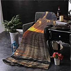 100% polyester, artificial velvet blanket, please pre-determine the size before purchase, not ideal or not ideal.              This uniquely designed queen set blanket or other blanket is warm, plush, Lightweight and warm throughout th...