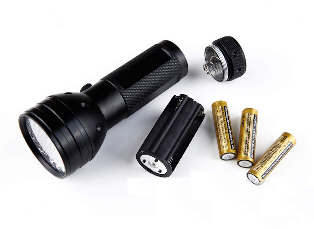 Amazon.com: Maskota Dog/Cat/Pet Urine Detector UV Flashlight Black Light LED Ultraviolet Great for Stains Detection on Carpets, Rugs, Floor, ...