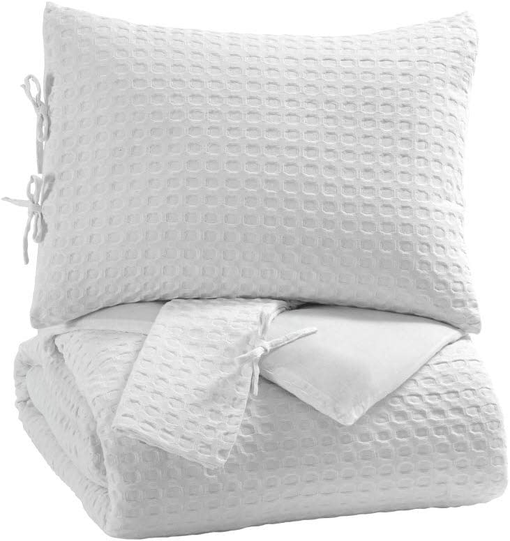 Signature Design by Ashley - Maurilio Queen Size Comforter Set - Contains 3 Pieces - White