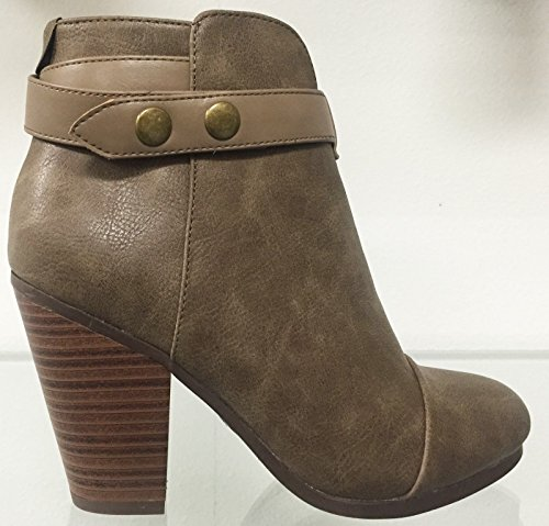 Breckelles Gail-22 Faux Leather Chunky Heel Side Zipper Round Toe Ankle Bootie Boot Shoe Beige 9