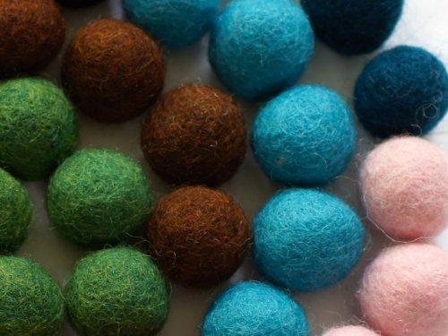 dd4b718bf2 Colección llena de color de 50 bolas de fieltro