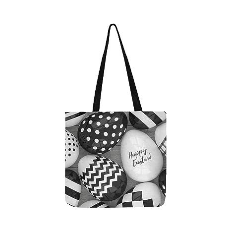 Elegantes huevos de Pascua con patrones de lona negra y blanca, bolso de mano,