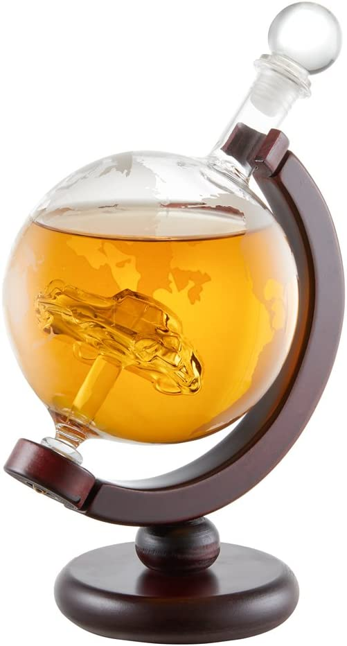 AMAVEL Decantador para Whisky con Forma y Relieve de Goblo Terráqueo sobre Eje de Madera, con Miniatura de Coche en Interior, Capacidad 650 ml