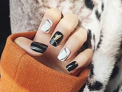 yunail 24pcs teñido sólido negro blanco Rivet Decorado corto cuadrado Full Cover falsas uñas