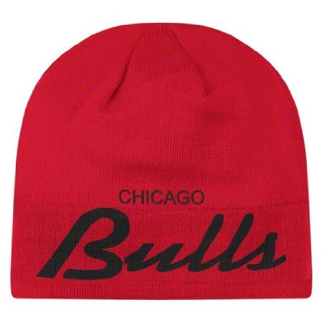 f051eb85dd5 Amazon.com   Chicago Bulls Reversible Distressed Adidas Red Skull Cap - NBA  Cuffless Beanie Knit Cap   Sports Fan Baseball Caps   Sports   Outdoors
