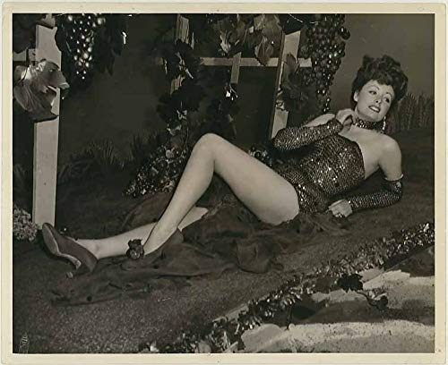 - Sexy Vegas Showgirl - In Sequins & Heels - Vintage Cheesecake News Photo