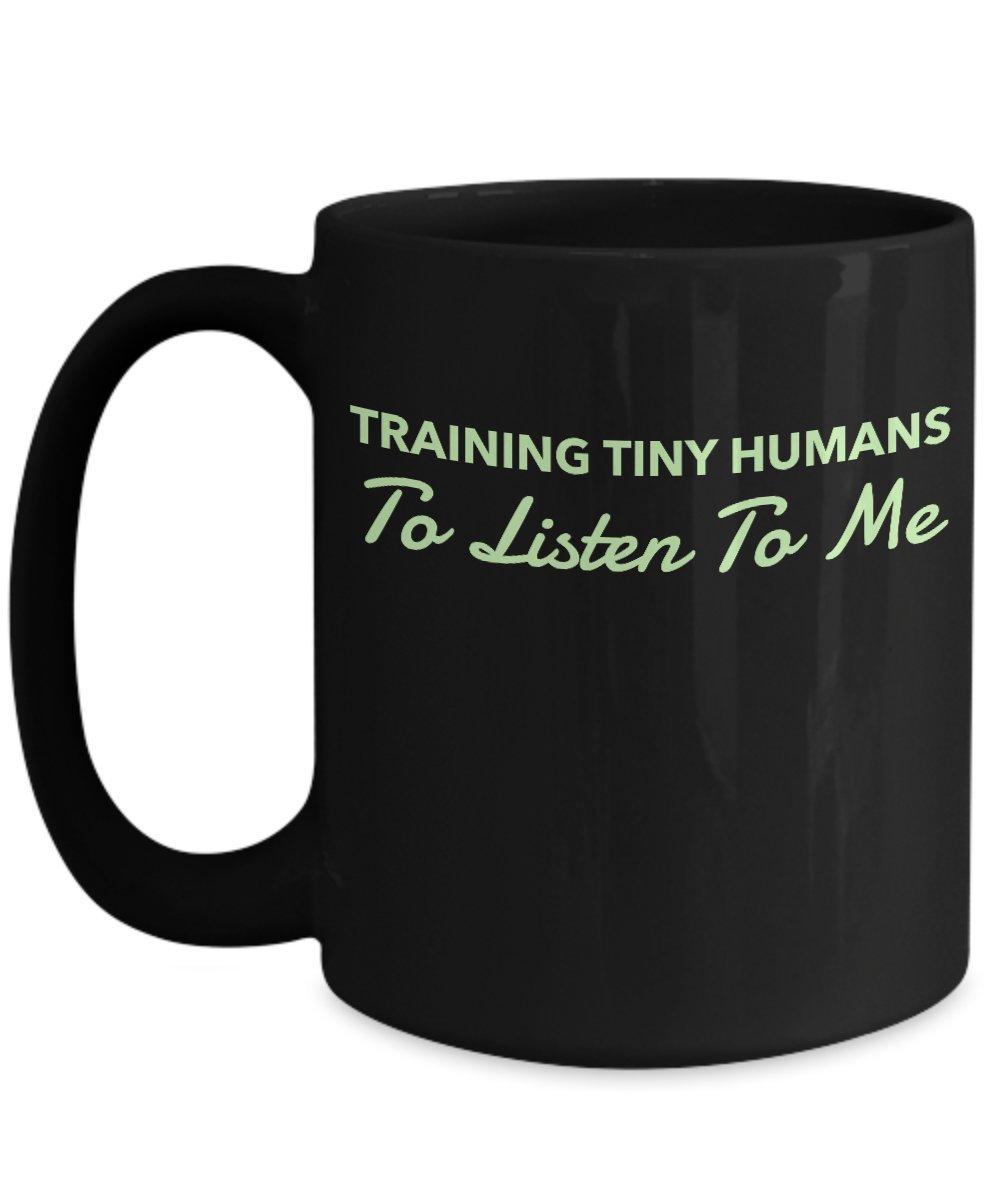 トレーニングTiny Humans to listen to meブラック15オンスコーヒーマグ B01N6ZBMRS