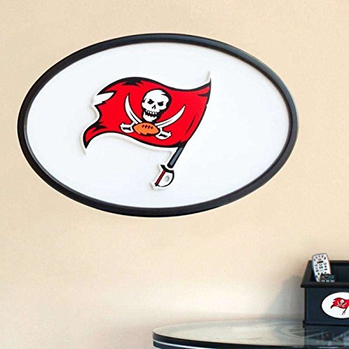 31 INCH OVAL WALL ART - TAMPA BAY BUCCANEERS ()