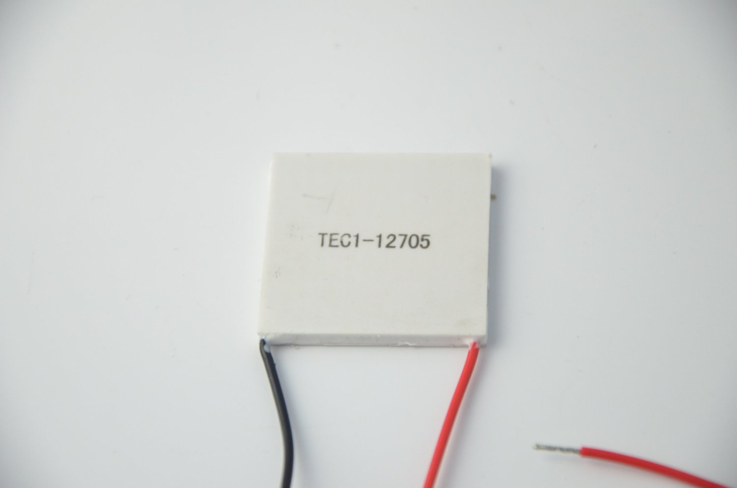 365inventPack of 4 Tec1-12705 12v Semiconductor Ceramics Cooling Piece 45W 40403.8mm
