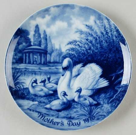 Mother's Day 1976 Swan And Cygnets Plate Limited Edition Kaiser - 1976 Plate Hummel