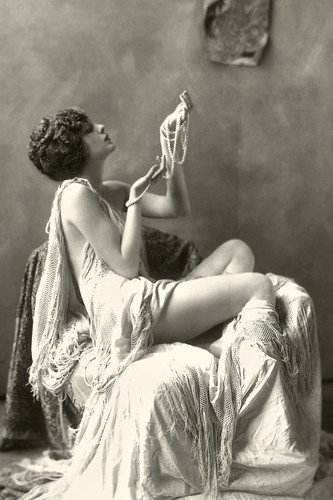 Billie Dove 1920's saucy pose in profile striking image 11x17 Mini Poster (Dove Image)