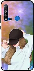 حافظة هواوي نوفا 5i وهي ترتدي قبعة سوداء