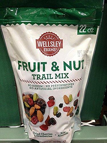 Wellsley Farms fruit & nut trail mix 22 oz