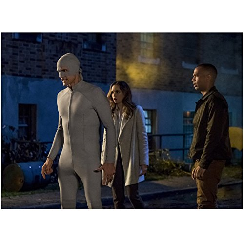 Hartley Sawyer 8 inch x 10 inch Photograph The Flash (TV Series 2014 -) Standing Outdoors Wearing All Grey Costume w/Danielle Panabaker & Kendrick Sampson kn