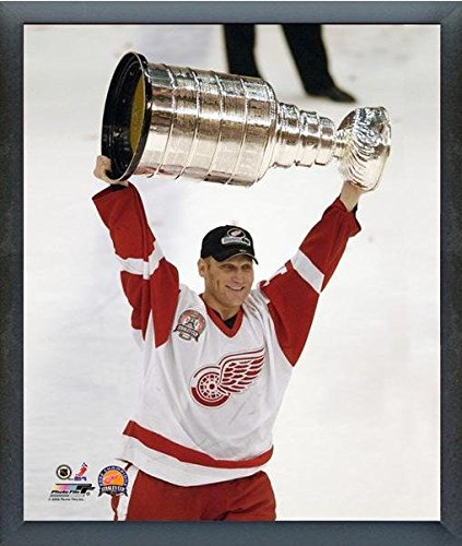 "Brett Hull Detroit Red Wings NHL Stanley Cup Trophy Photo (Size: 12"" x 15"") Framed"