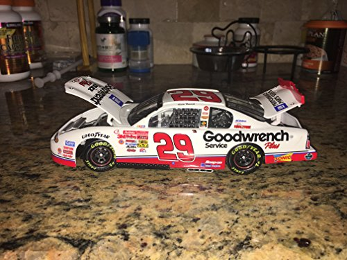 2001 Action Racing Collectables . . . Kevin Harvick #29 GM Goodwrench Service Plus Chevy Monte Carlo 1/24 Diecast Hood Opens, Trunk Opens HOTO Yellow Rookie Stripes ()