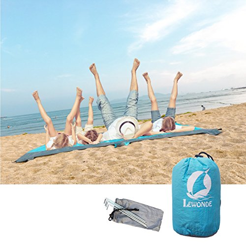 Family Beach Blanket: LEWONDE Sand Proof Beach Blanket